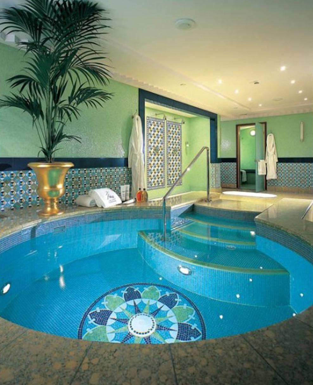 luxury-swimming-pool-hotel
