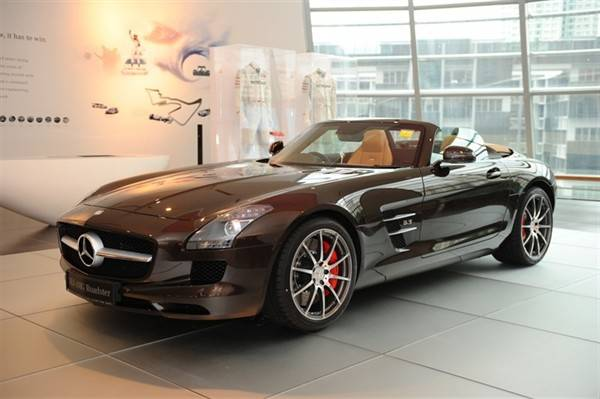 mercedes-benz-debuts-sls-amg-roadster-in-singapore_24