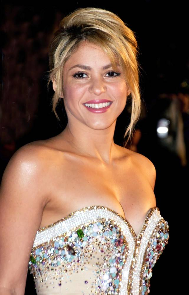 shakira-nrj-music-awards-2012-02