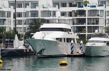 20120405.085733_superyacht