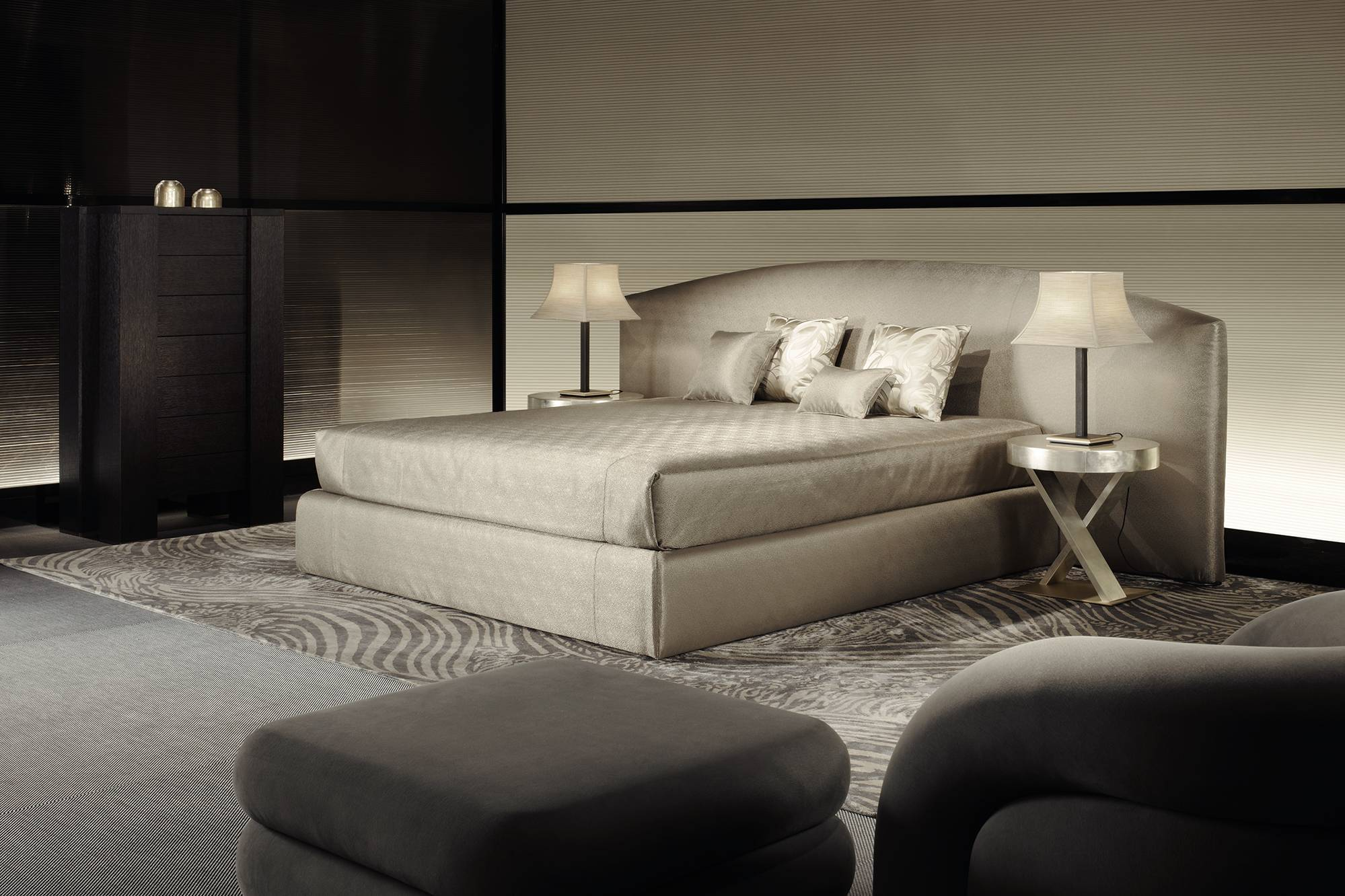 A new home for armani casa the italian furniture showroom for Designer casa