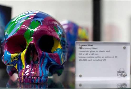 Damien_Hirst_plastic_skull