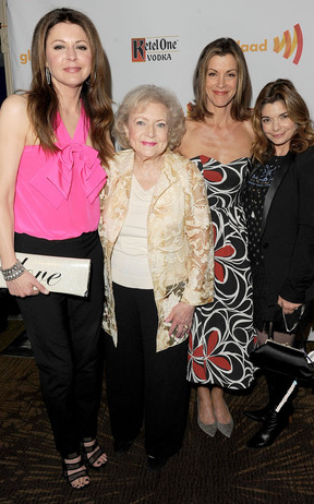 Betty White & Hot in Cleveland Cast