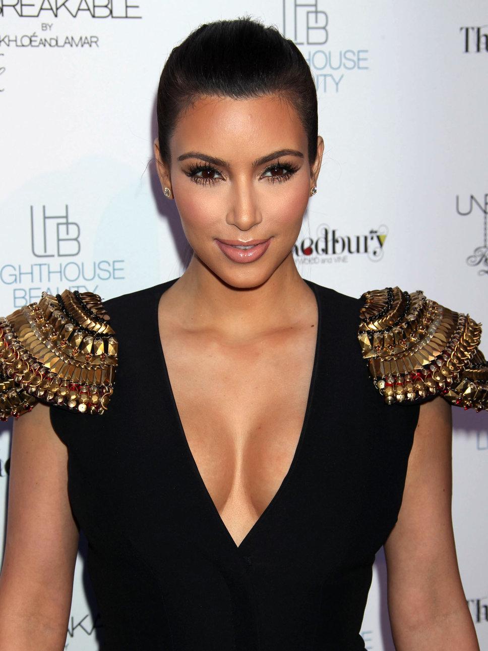 kim_kardashian_v_neck_smiles_d