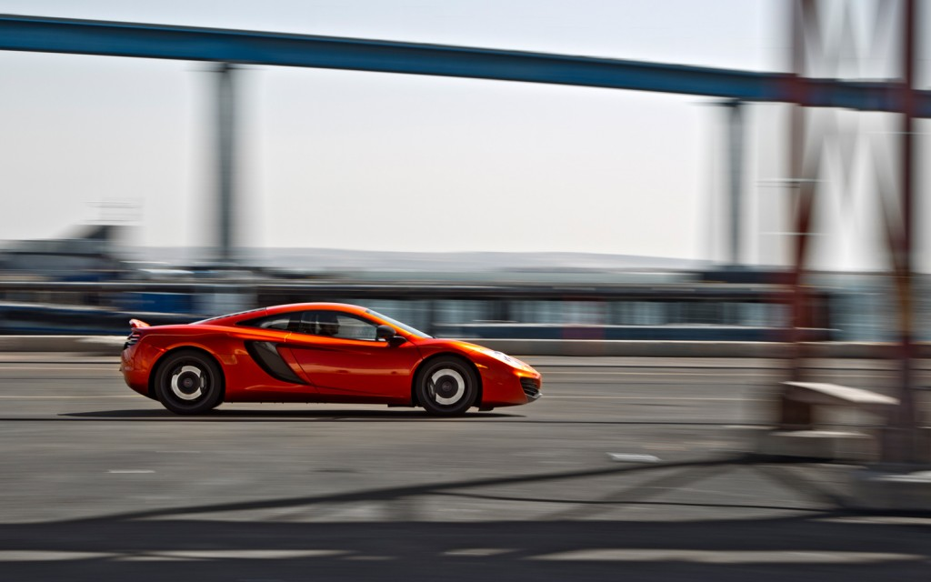 2012-McLaren-MP4-12C-right-side-in-motion-1024×640
