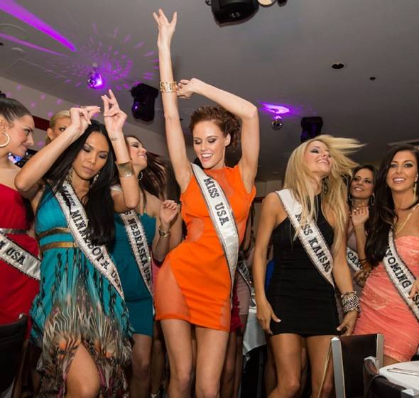 2011 Miss USA Alyssa Campanella and 2012 MISS USA contestants