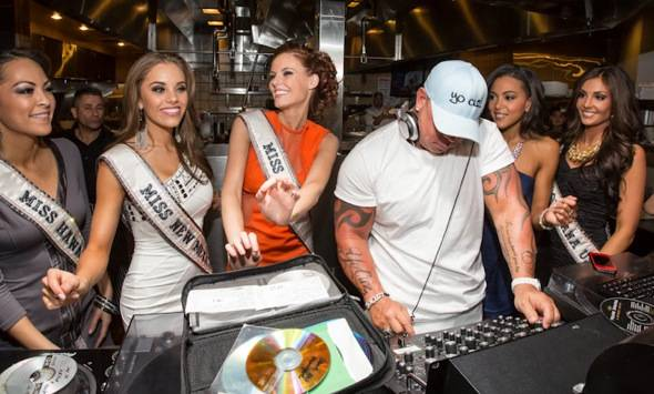 2011 Miss USA Alyssa Campanella, Steve Martorano and 2012 MISS U