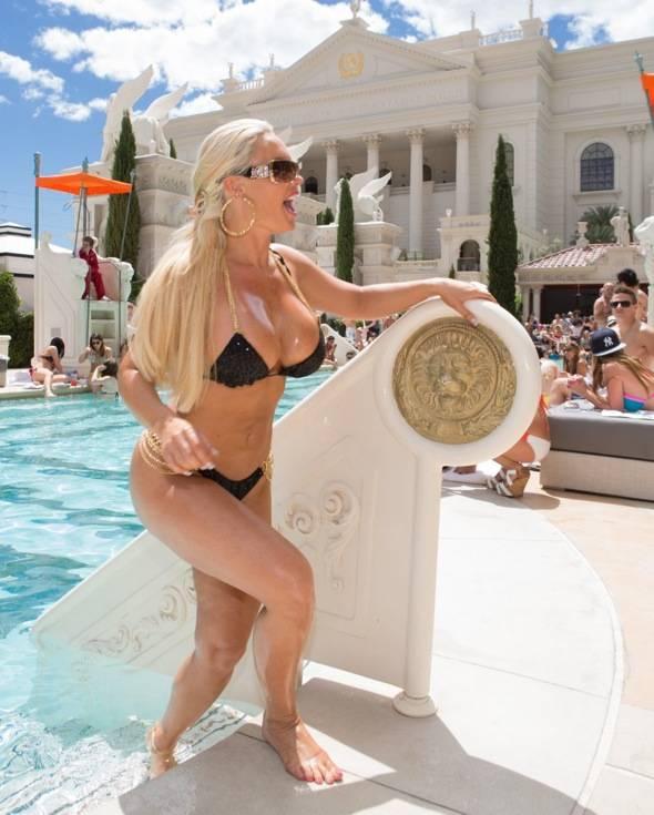 Coco_Venus Pool Club 2