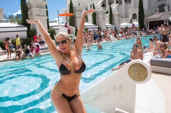 Coco_Venus Pool Club