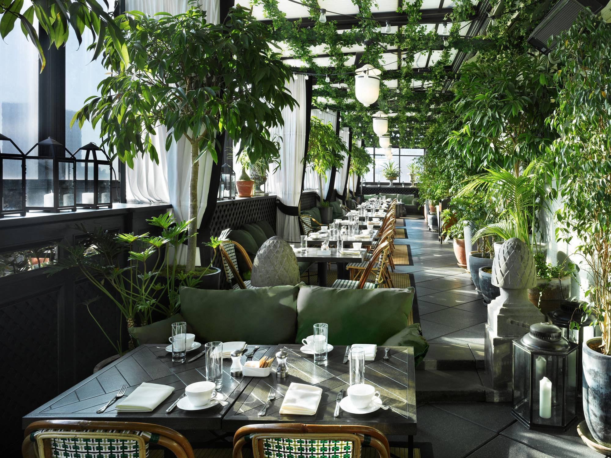 Live la vie de boh me at gramercy park hotel 39 s renovated for The terrace restaurant