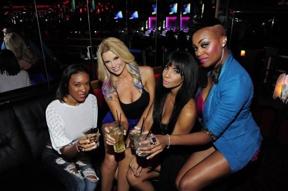 Jessa Hinton parties with friends