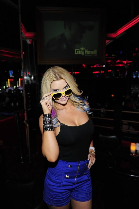 Jessa Hinton with sunglasses