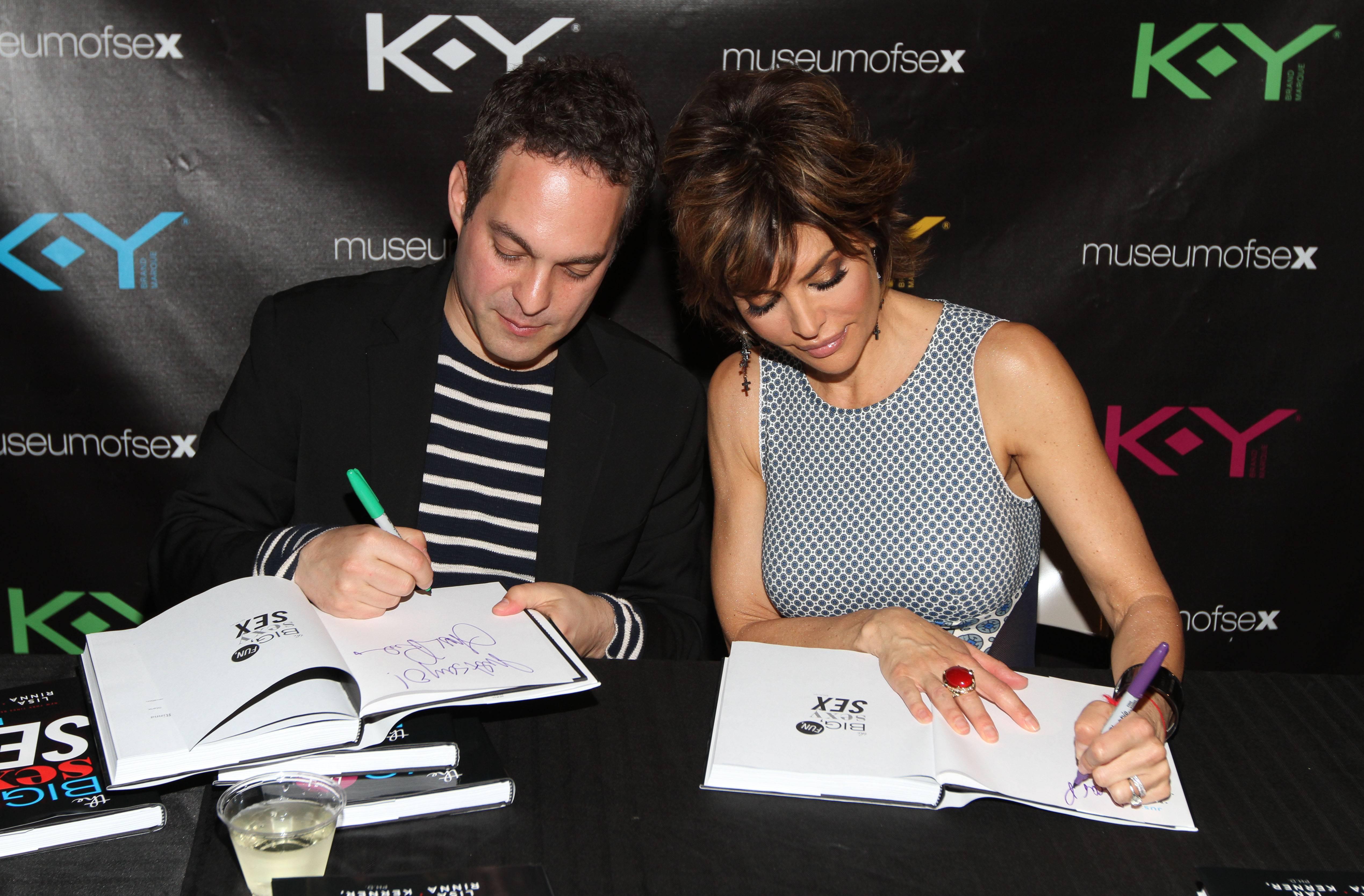 Lisa-Ian-Signing