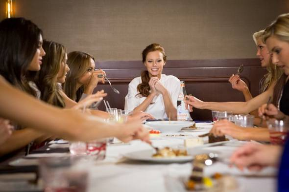 Miss USA Alyssa Campanella surprises 10 contestants after their Gordon Ramsay Steak dinner with her Sticky Toffee Pudding