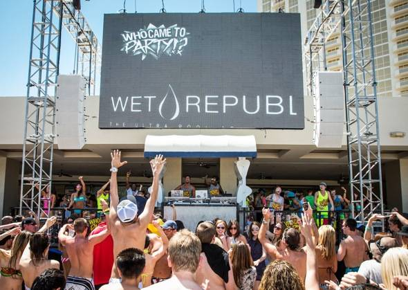 Sky Blu_Performance Stage_WET REPUBLIC