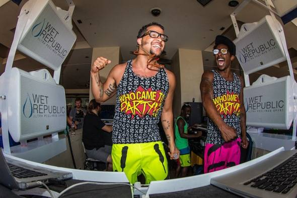 Sky Blu_Shwayze_Performing2_WET REPUBLIC