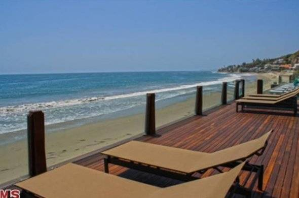 and-an-awesome-beachfront-deck