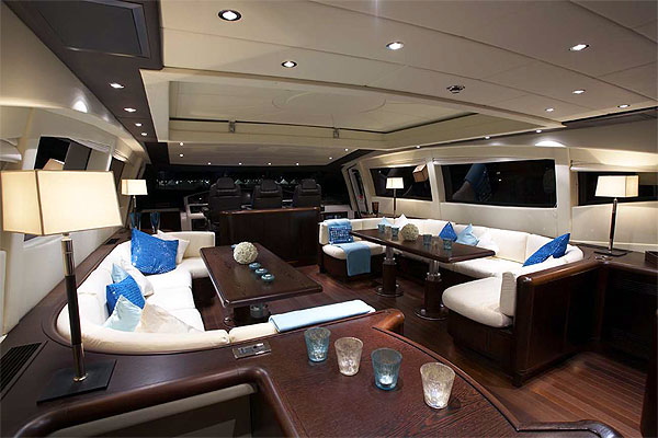 mangusta-92-yacht-deck-saloon
