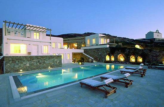 Villa Galaxy Offers Aegean Sea Escape