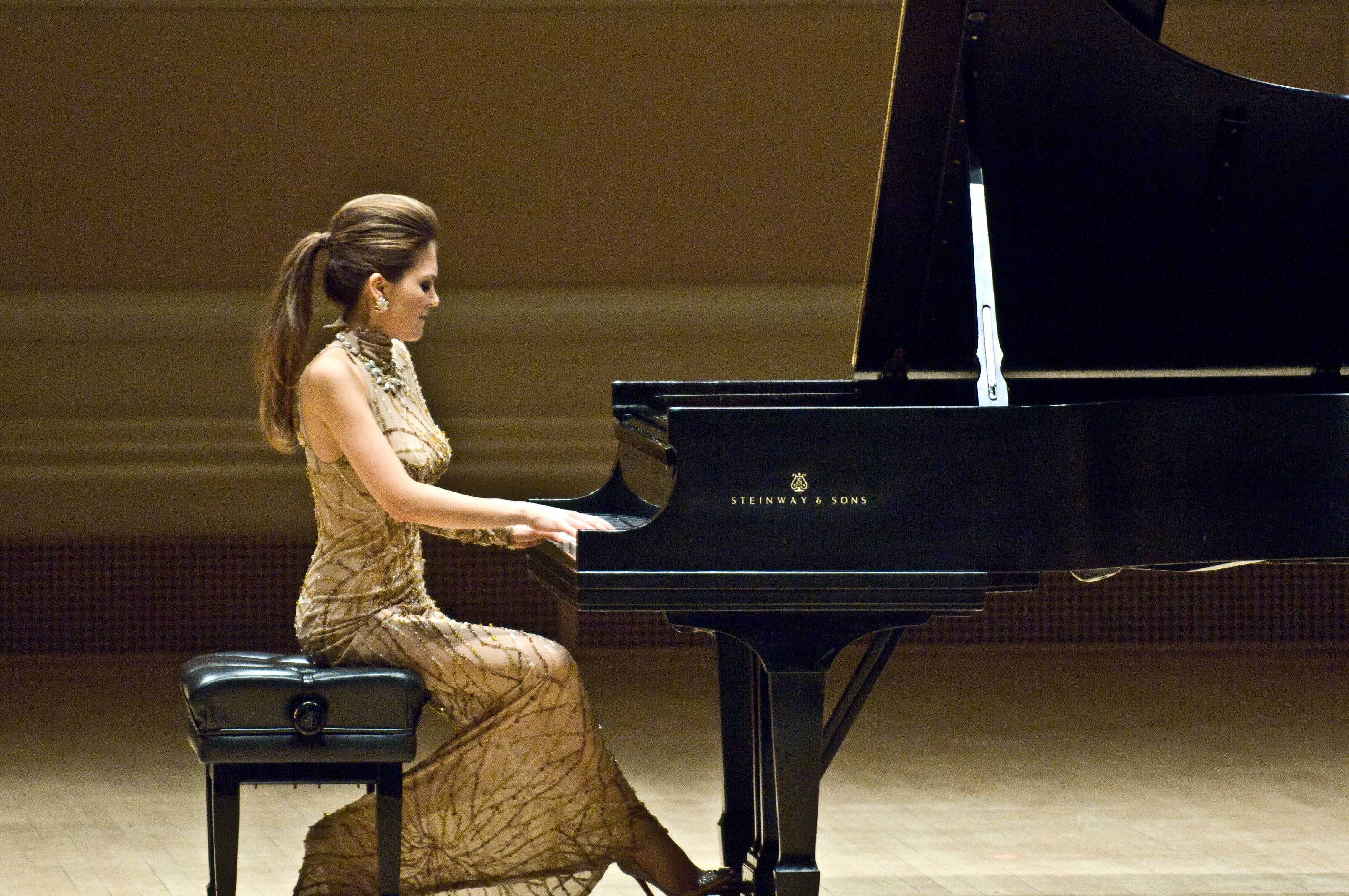 Lola Astanova on Carnegie Stage