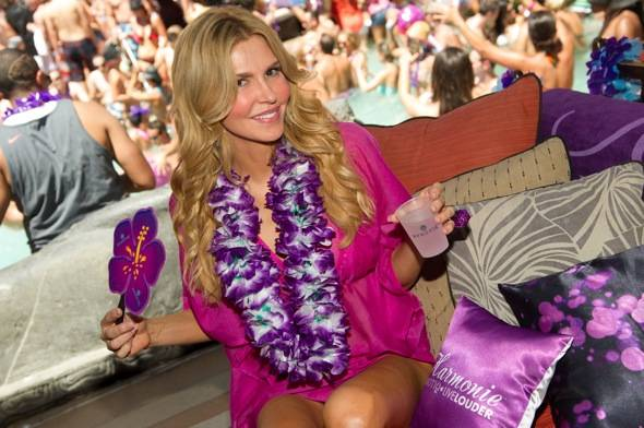 Brandi Glanville cools off at Tao Beach with Hpnotiq Harmonie