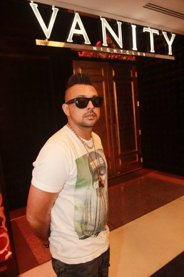 Sean Paul outside Vanity 7.22.12