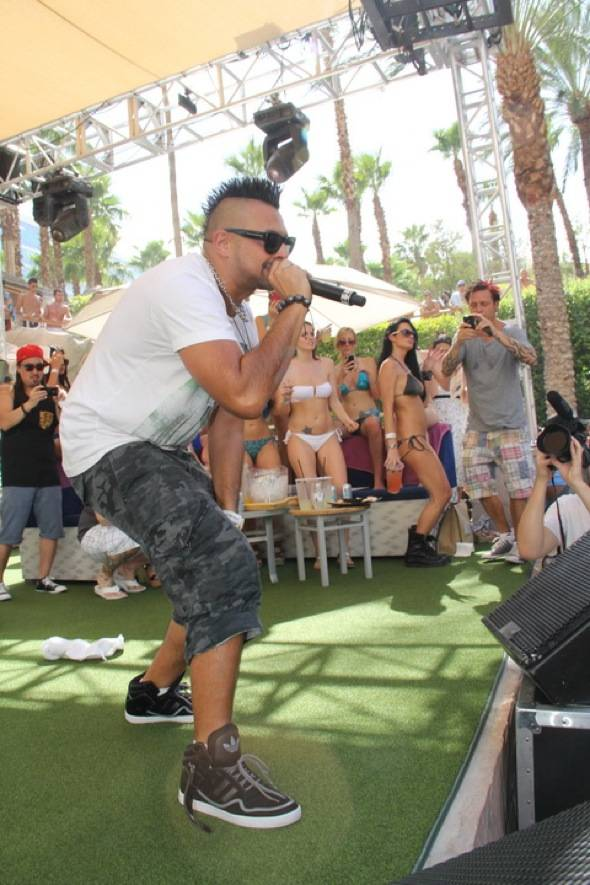 Sean Paul with mic at Rehab 7.22.12