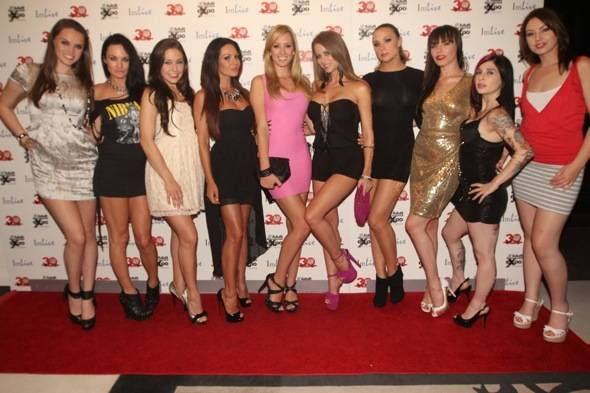 AVN-starlets-at-Vanity-Nightclub-7.21.121