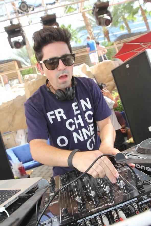 FELIX Cartal DJing