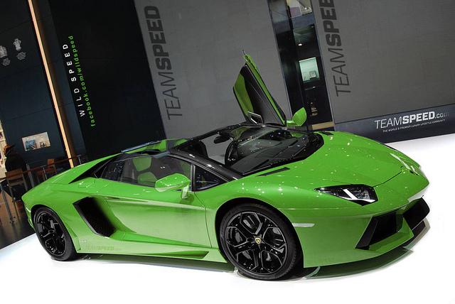 Lamborghini-Aventador-LP700-4-Roadster-41