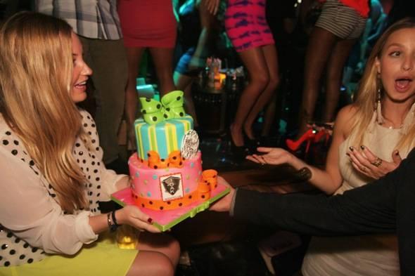 Paige_Whit_1OAK_Cake_Fun