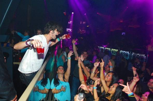 Tyson-Ritter-parties-with-fans1