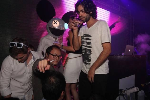 Adrian Grenier drinking at Rain Nightclub 9.29.12