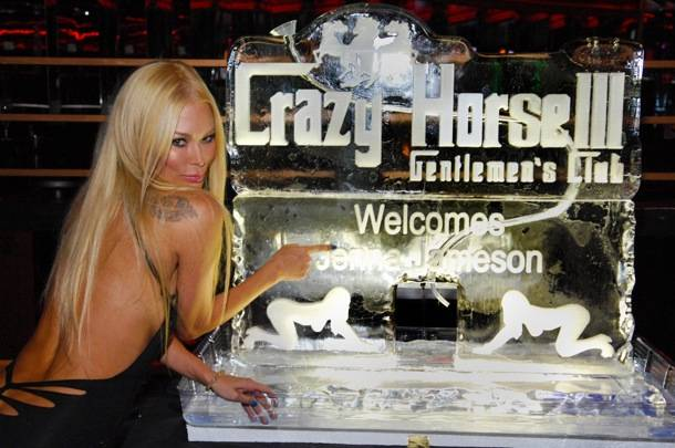 Jenna Jameson with personalized ice sculpture inside Crazy Horse III (1)