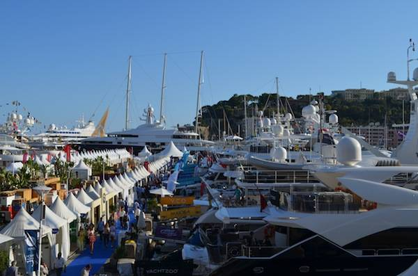 Show booths and yachts lined Quai de L'Hirondelle