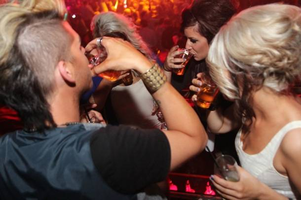 Teen Mom 2's Chelsea Houska and friends take shots at Rain Nightclub in Las Vegas 8.31.12