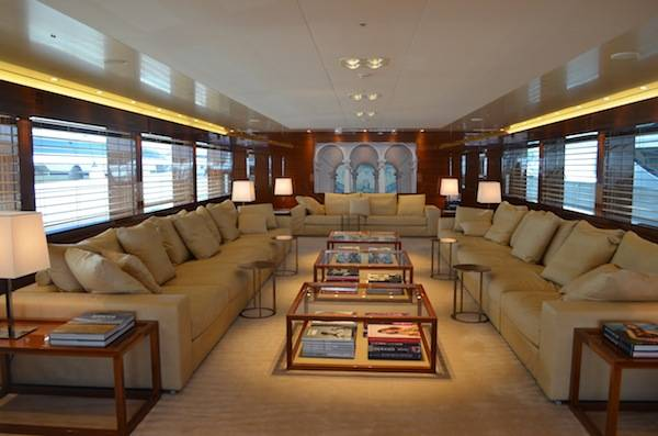 The living room of 77 meter yacht Smeralda