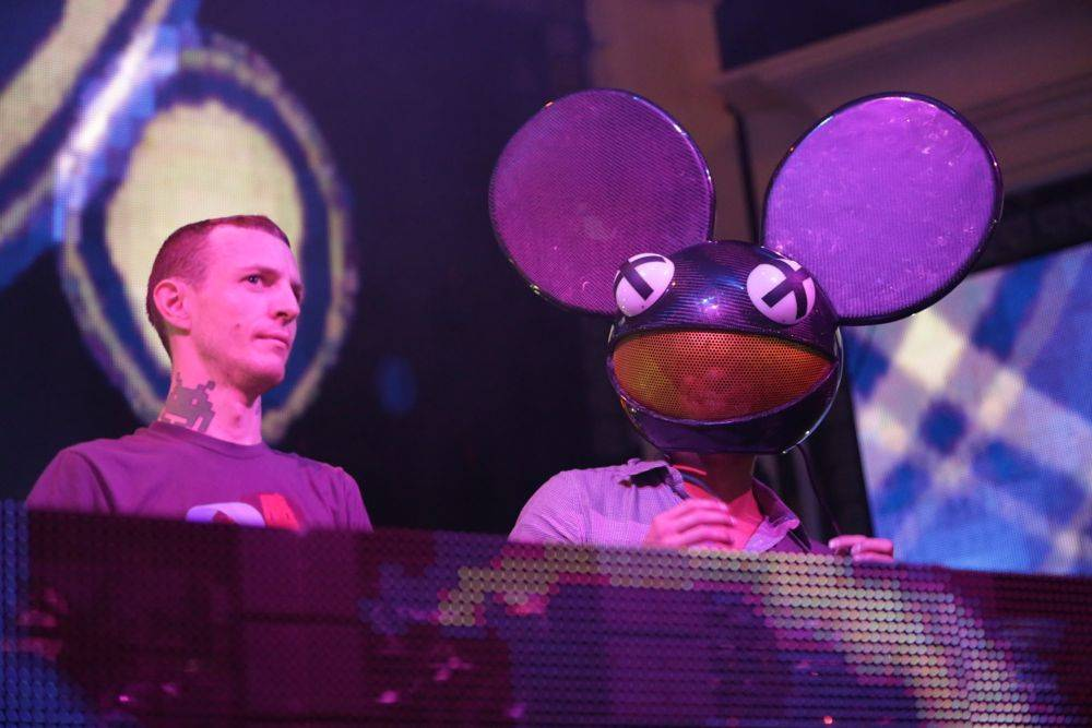 XS 9.3.12 - Deadmau5 and Michael Phelps (wearing mouse head)