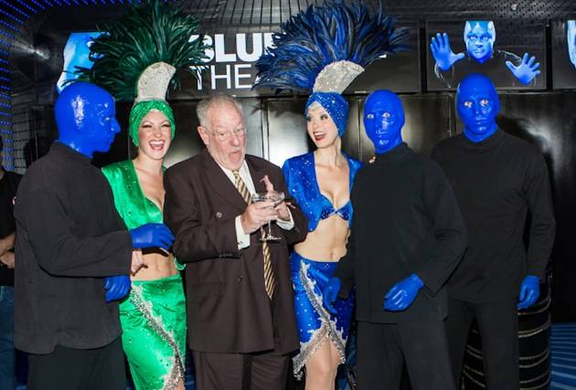 Former Mayor Oscar Goodman and showgirls with Blue Man Group Cas
