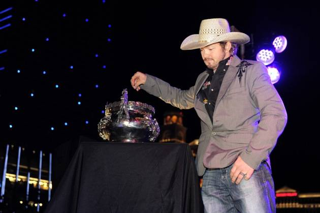 Austin Meier Draws His Bull at PBR Rock Bar & Grill
