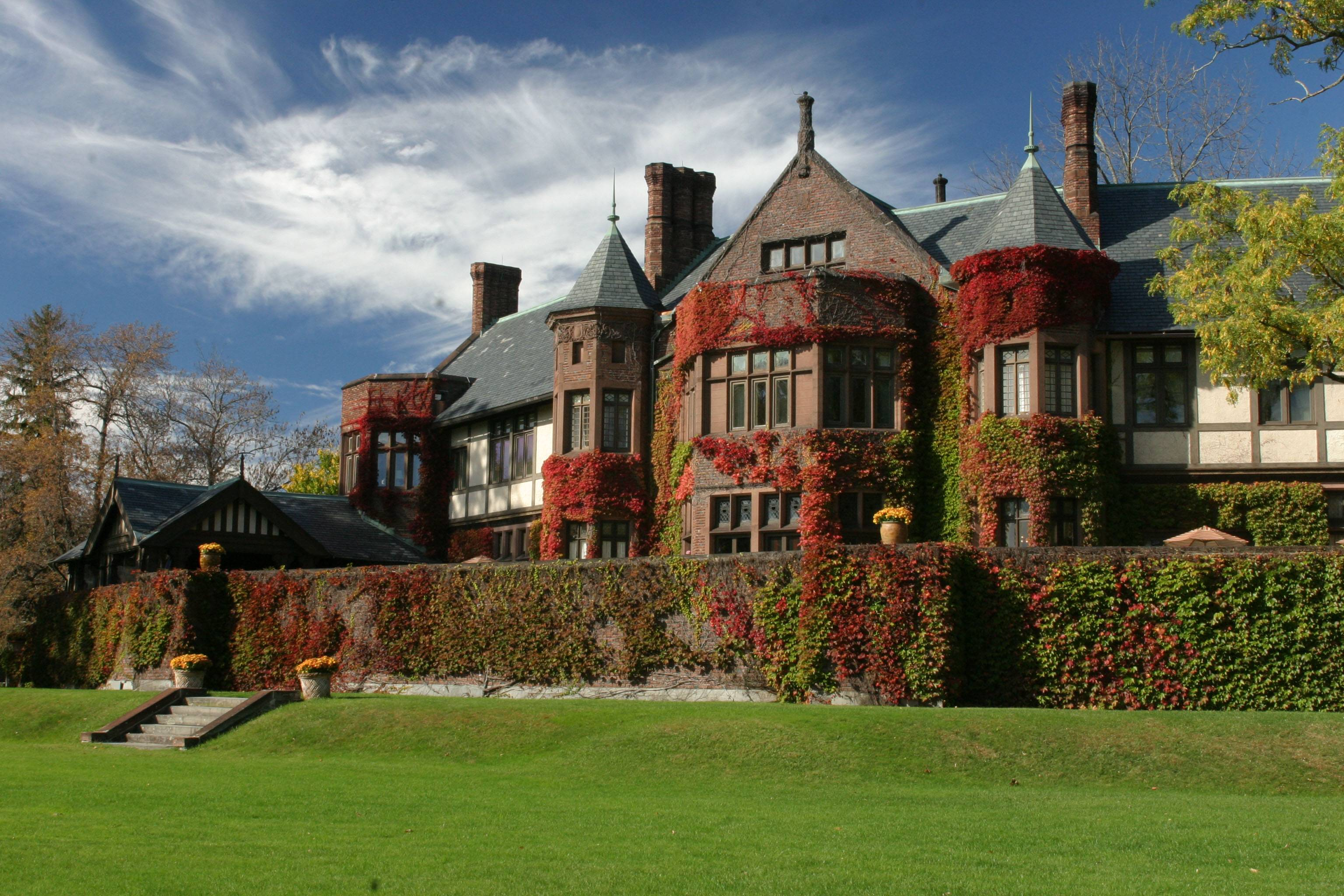 Blantyre-house-in-fall