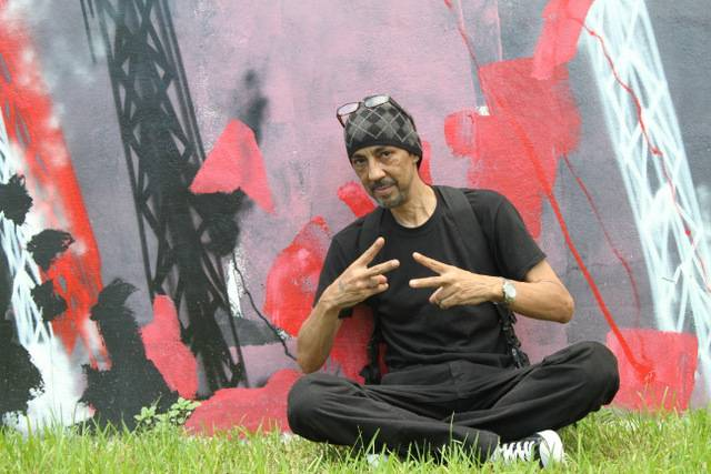 Futura sitting in front of his work at wynwood walls - 1