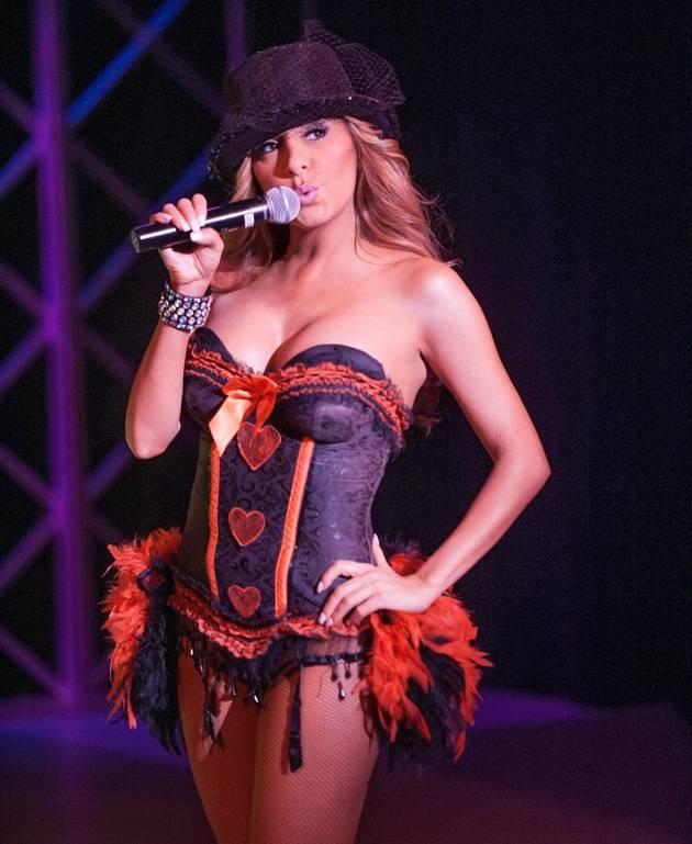 "Lorena Peril during ""Roxanne"" number"