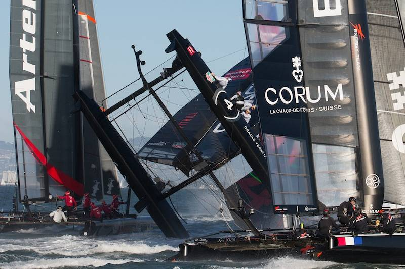 Oracle-Team-Spithill-capsized-at-Fleet-Race-one-at-semi-final