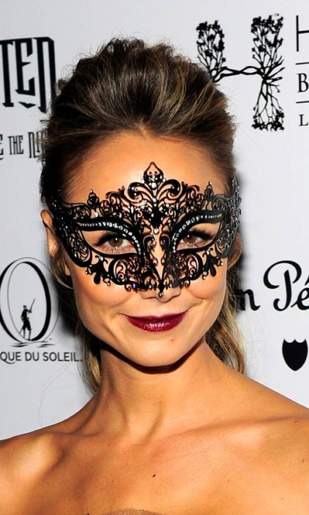 Stacy Keibler's mask at Halloween masquerade at Hyde Bellagio. Photos: Steven Lawton, Getty/WireImage
