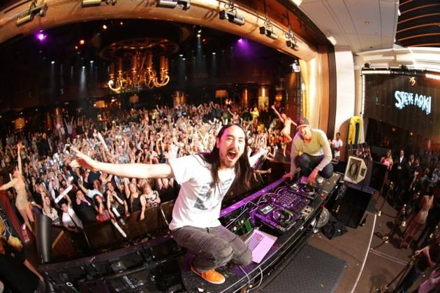 XS - Steve Aoki - Michael Phelps - crowd