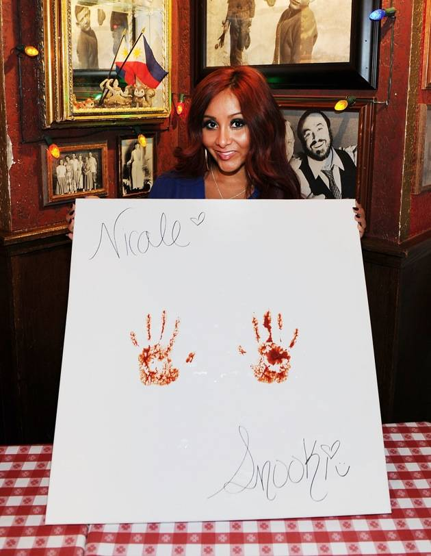 "Nicole ""Snooki"" Polizzi Immortalized In Marinara At Buca di Beppo – Las Vegas"