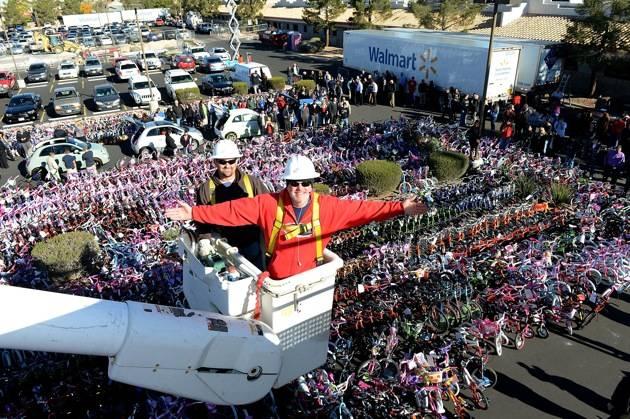 98.5 KLUC 14th Annual Chet Buchanan And The Morning Zoo Toy Drive - Las Vegas