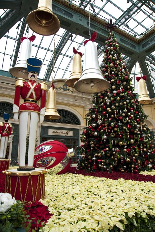Bellagio Conservatory – Holiday Tree – 2012 – Vertical