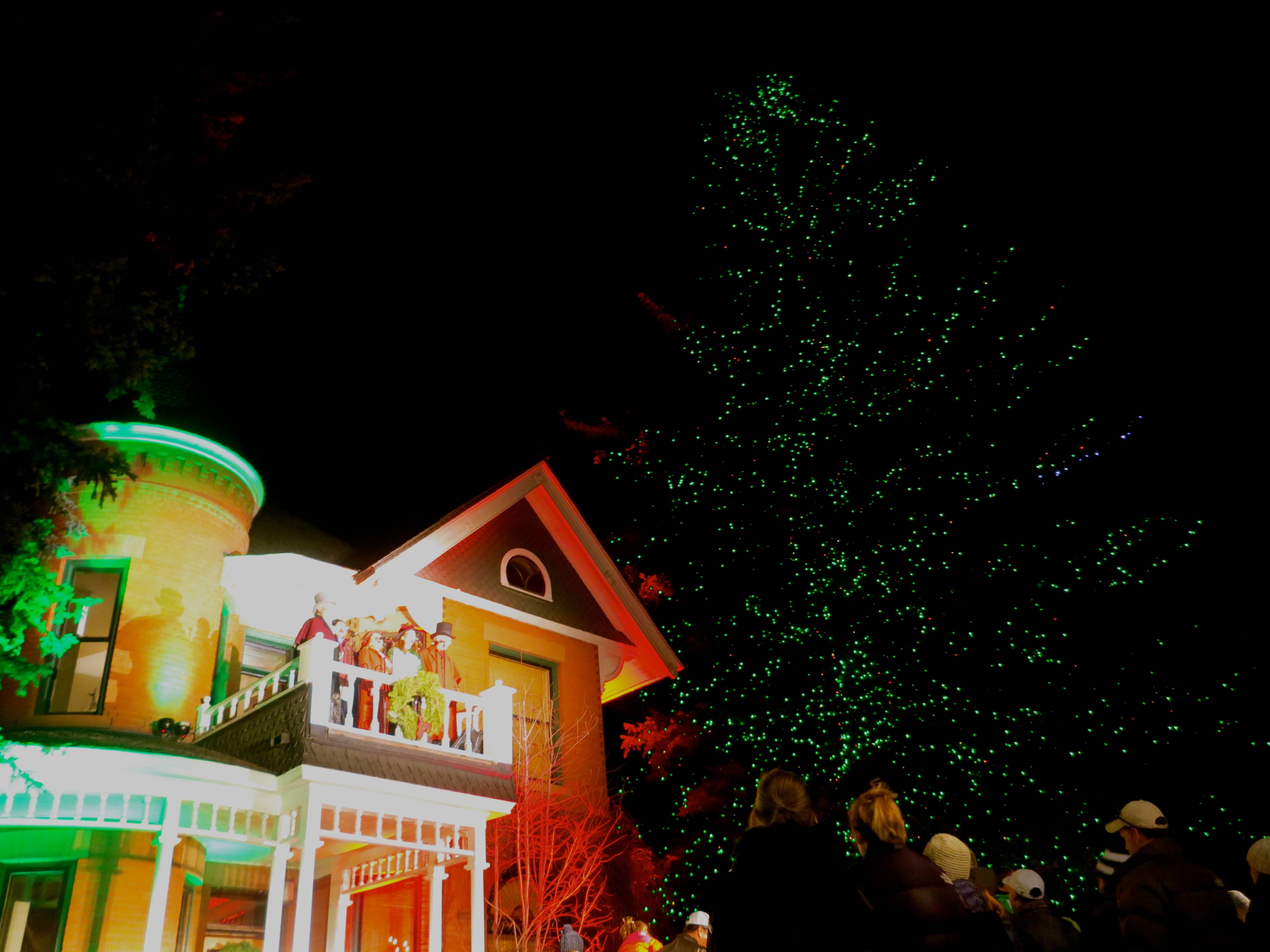 The Sardy House and holiday tree.